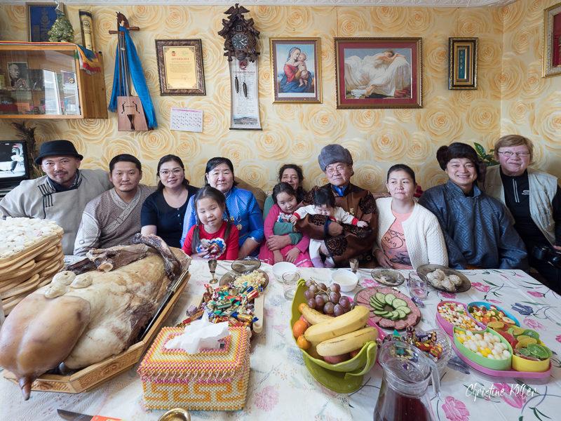 Notre hôte Toumé (avec le chapeau gris) et sa famille